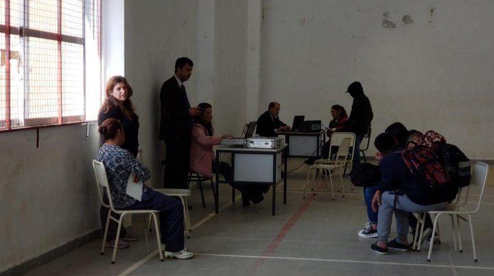 Práctico. Trámites ante agentes fiscales e incluso una jueza de Paz se concretaron en el club Sarmiento.