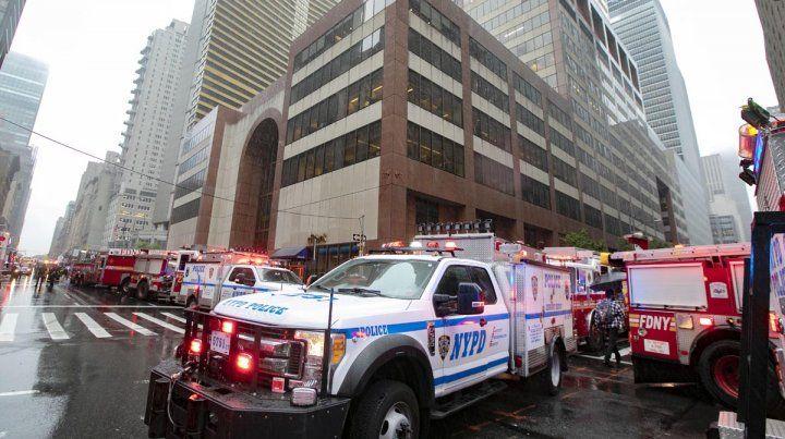 Un muerto al chocar un helicóptero contra un rascacielos en Manhattan