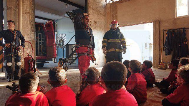 Distintas escuelas de Paraná y la provincia llegan hasta el cuartel