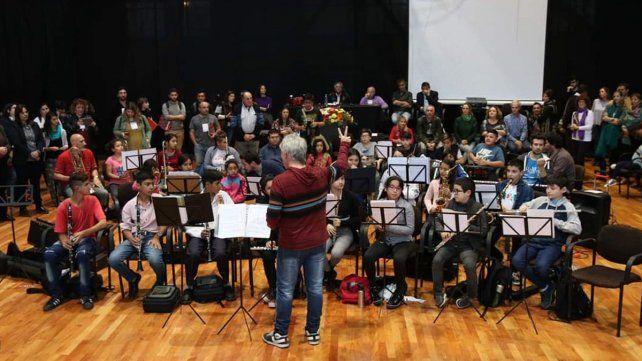 Coros y Orquestas Infantiles y Juveniles presentan Cardumen