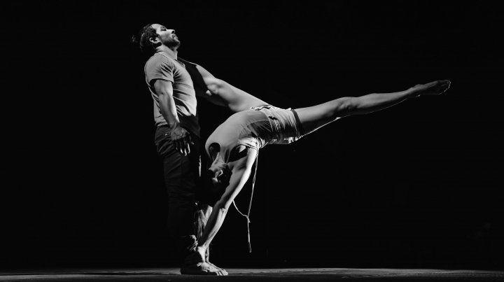 Presentarán un espectáculo de teatro acrobático con temática científica en Paraná