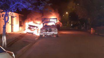 quemaron tres vehiculos en parana