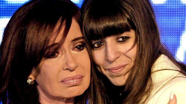 La expresidenta de la nación junto a su hija.