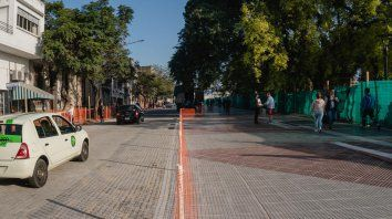 colectivos vuelven a circular por calle la paz
