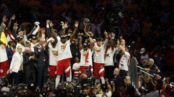 Los Raptors se alzaron con un histórico título