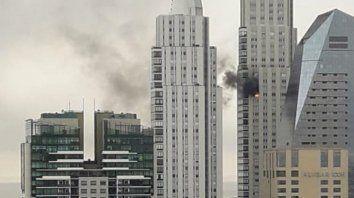 video   incendio en una torre en pleno puerto madero