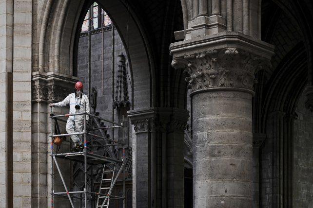 Los trabajos de restauración del histórico edificio se ejecutan lentamente.