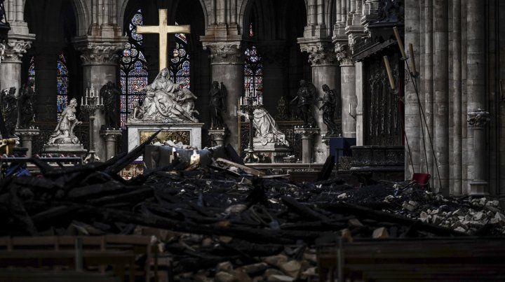 Los daños en el interior de la catedral fueron totales