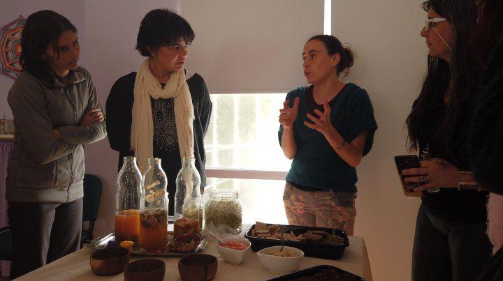 La degustación de las exquisiteces que prepararon María y Laura.