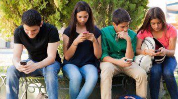 El esqueleto humano cambia por el excesivo uso del celular