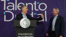 La presentación del presidente junto a Ibarra.