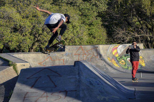 Mariano Rubio sabe disfrutar en el skatepark de Paraná