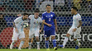 Messi, marcó de penal.