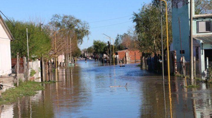 Hay 134 evacuados en Gualeguaychú por la crecida del río homónimo