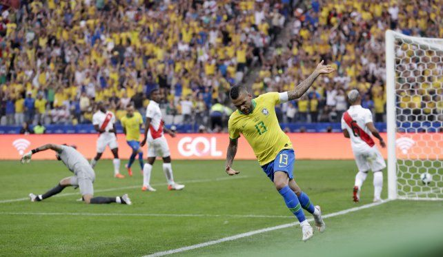Brasil despejó dudas y se floreó ante Perú