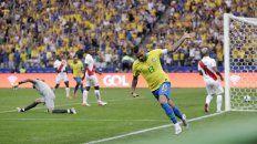 brasil despejo dudas y se floreo ante peru