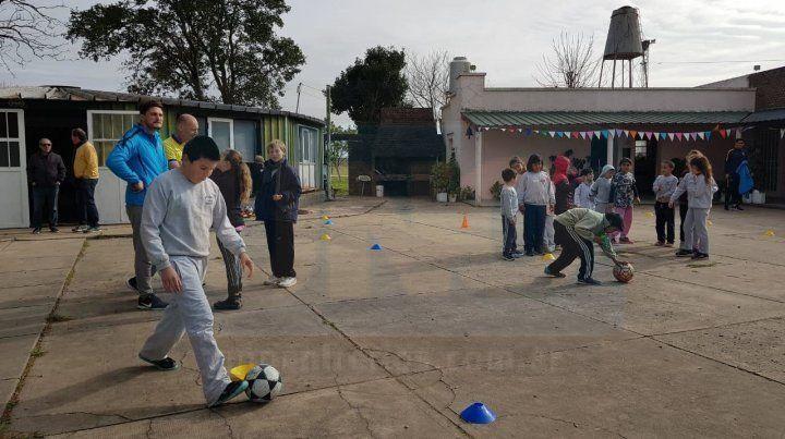 Delegación del club Boca Juniors visitó la escuela N° 48 de Colonia Crespo