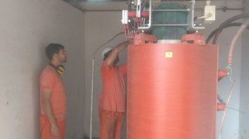 trabajan para reponer suministro de agua en parana v
