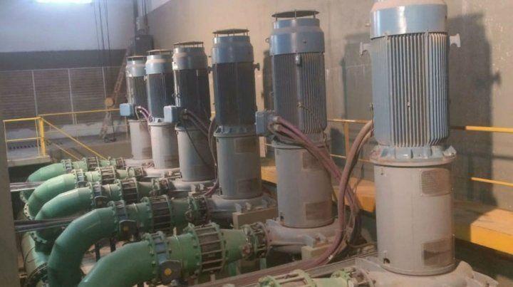 Trabajan para reponer suministro de agua en Paraná V