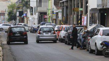 Los autos son los dueños de las calles en Paraná.