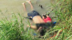 una bebe y su papa murieron abrazados al intentar cruzar el rio bravo