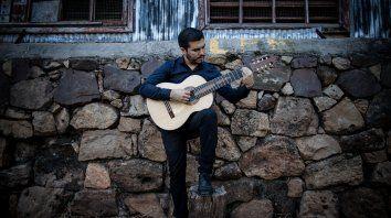 augusto ayala fue elegido junto a 14 artistas del pais