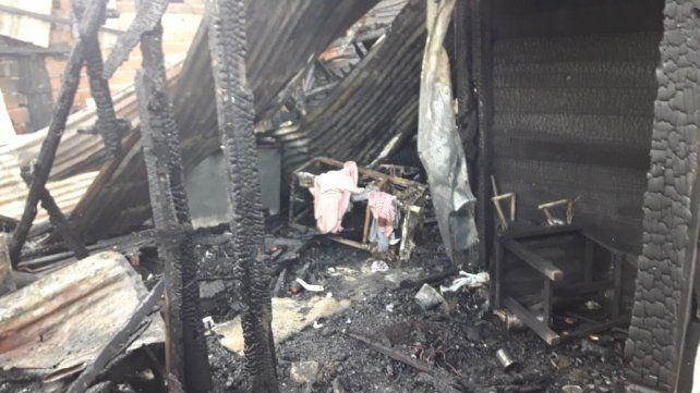 Una familia se quedó en la calle por el incendio de su casa