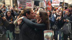 condenaron a la joven detenida por besar a su novia