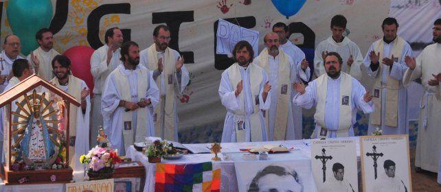 Curas villeros advirtieron sobre la manipulación de la imagen del papa Francisco en los medios