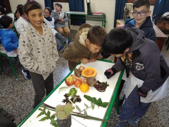Los chicos aprenden en las escuelas cómo incorporar hábitos saludables