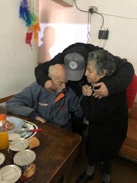 El abrazo con los abuelos.
