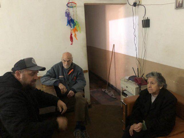 El tatuador tuvo una emotiva reunión con los abuelos.