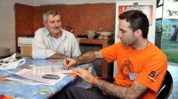 Un vecino de San José entrevistado por el médico Damián Verzeñassi.