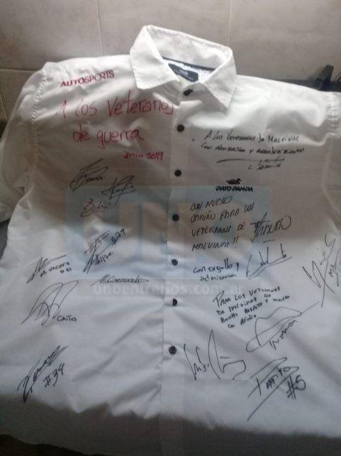 Pilotos solidarios. Los protagonistas del Super TC estamparon su firma.