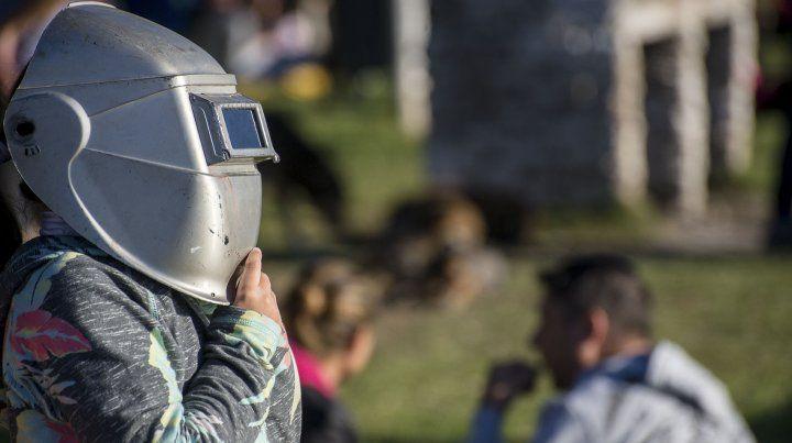 En Bajada Grande vendieron todos los lentes para mirar el eclipse
