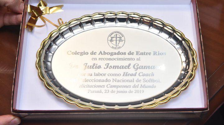 Julio Gamarci distinguido por sus colegas