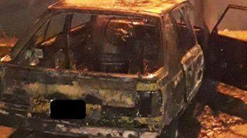 incendiaron un auto abandonado en la calle