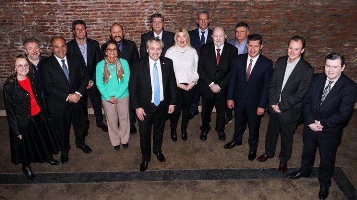 Fernández almorzó con 12 gobernadores del PJ para alinear la estrategia de las PASO