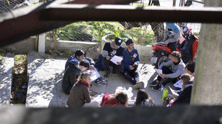 El encuentro se realiza en el centro cultural Gloria Montoya.