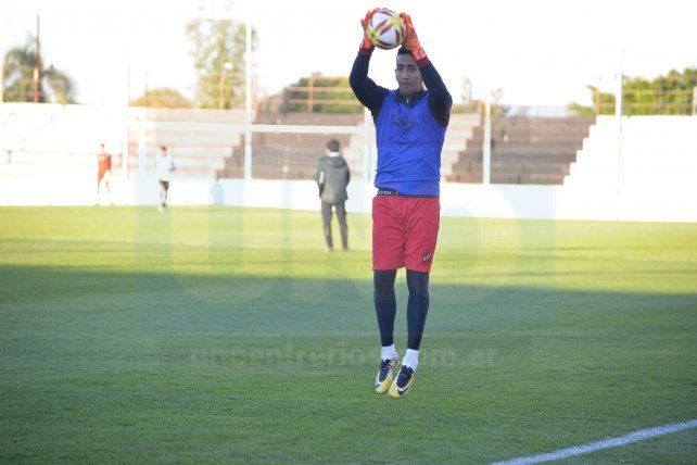 No perdió el tiempo. Ibáñez llegó ayer a Paraná. Por la tarde realizó sus primeros movimientos en el estadio Grella.