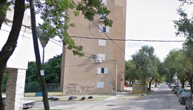 Un hombre arrojó a su mamá de 89 años por el balcón