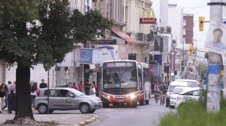 Sin colectivos urbanos: el paro continúa durante la tarde