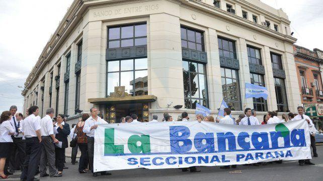 Paritarias: los bancarios acordaron suba del 30%