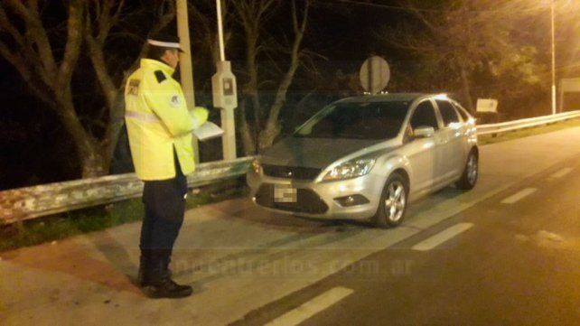 Policía de la Federal detenido por agredir y amenazar con su auto