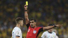 el arbitro de argentina-brasil dijo que desde el var nunca lo llamaron
