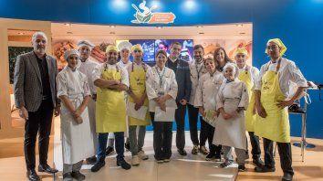 Los cocineros saludables con las autoridades de la Federación.
