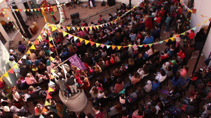 Ante una multitud inauguraron Casa Tomada