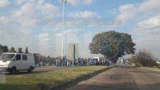 fumigaciones: productores entrerrianos protestan en el acceso al tunel