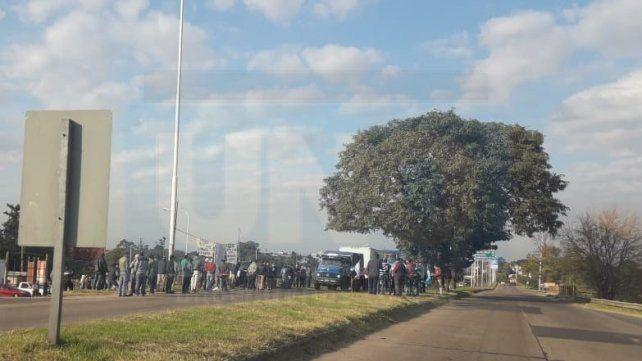 Fumigaciones: Productores entrerrianos protestan en el acceso al túnel