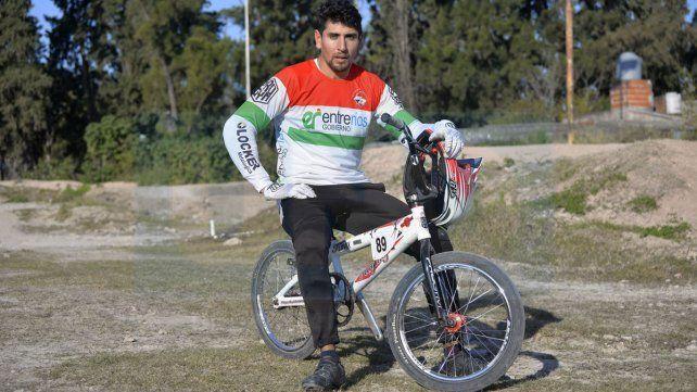 No para. Marcos Fuentes se entrena todos los días y está en la recta final de su preparación para un nuevo Mundial de BMX. Ahora viaja a Suiza a afinar los últimos detalles antes de competir. Fotos UNO Mateo Oviedo